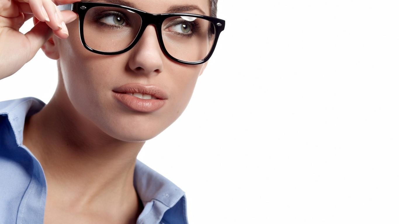Женщина в очках 16 фотография